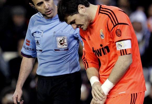 Fractura primer metacarpiano – Iker Casillas