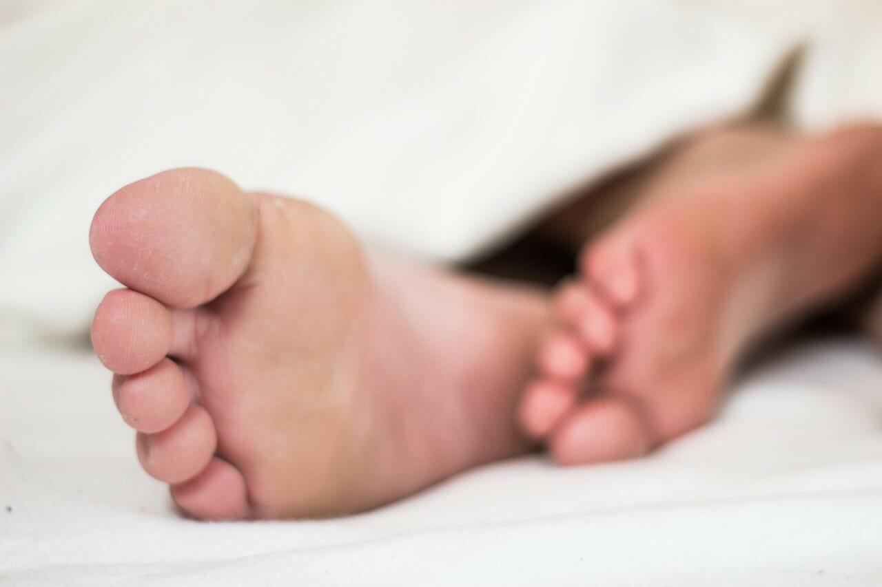 picor-en-los-pies-que-debo-hacer-infeccion-interdigital-eritrasma