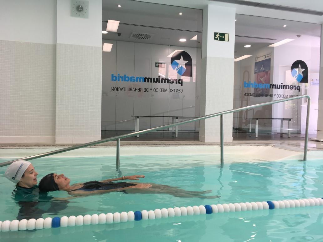 en-que-consiste-fisioterapia-en-el-agua-premium